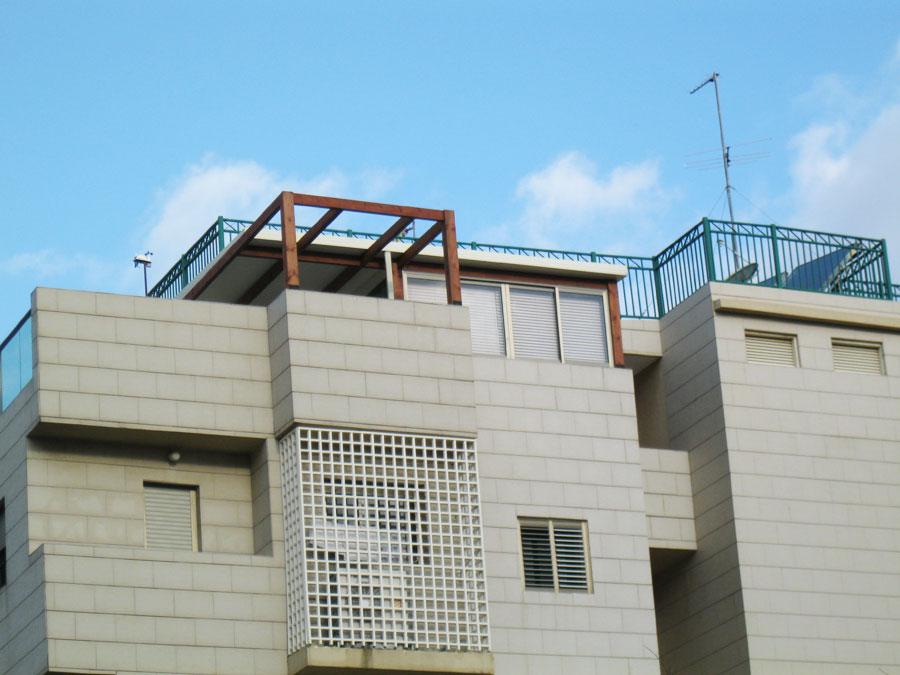 סגירת גג למרפסת