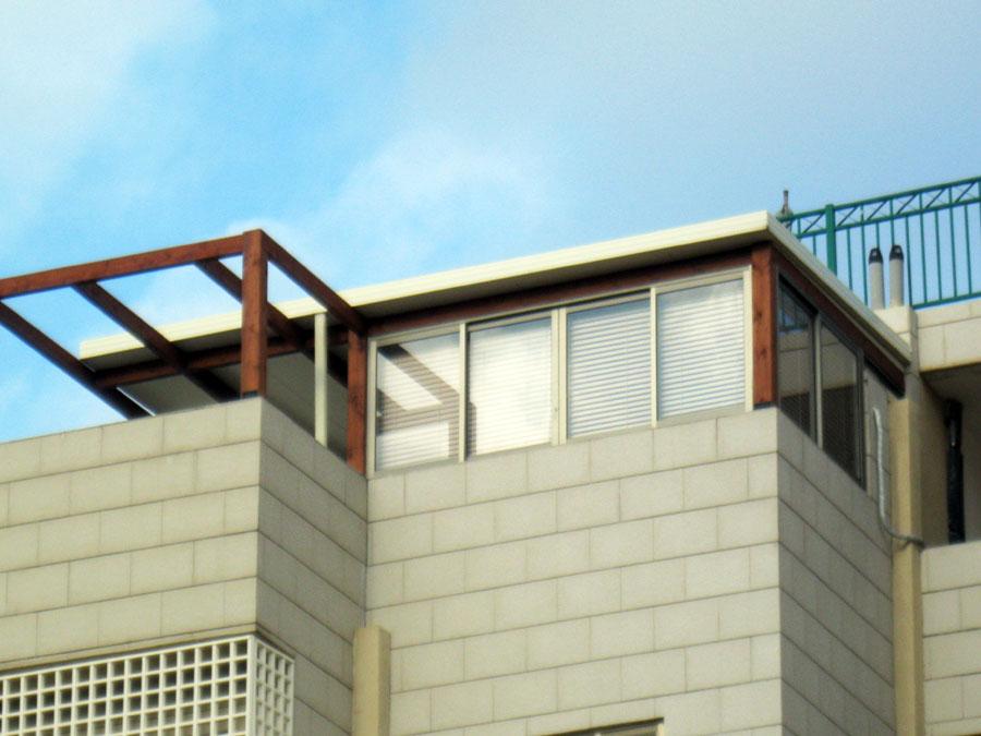סגירת מרפסת בגג