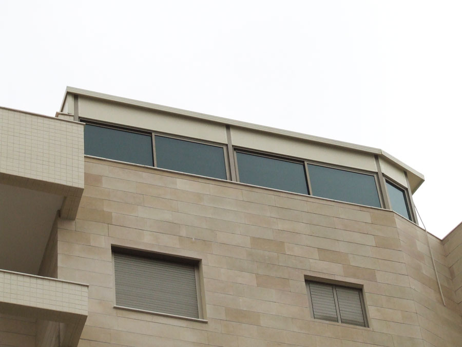 סגירת מרפסות בקומות גבוהות