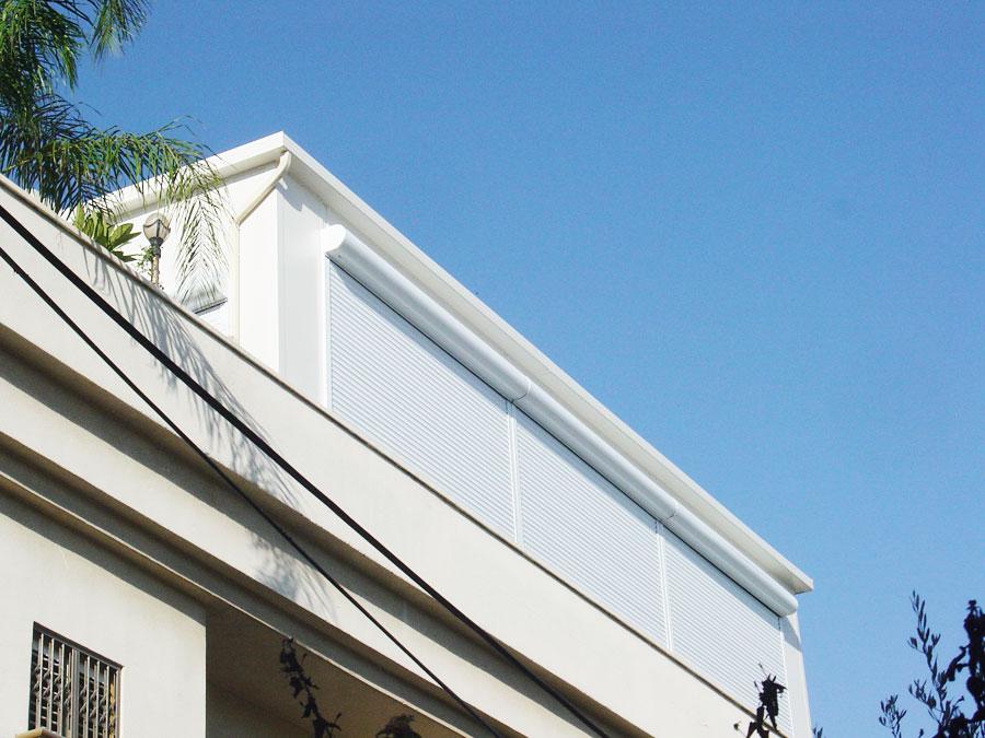 סגירת מרפסת גג